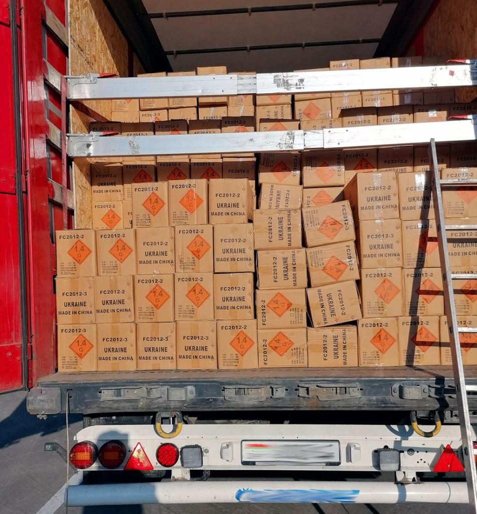 ITD: 25 ton fajerwerków bez zabezpieczenia, Magazyn Ciężarówki