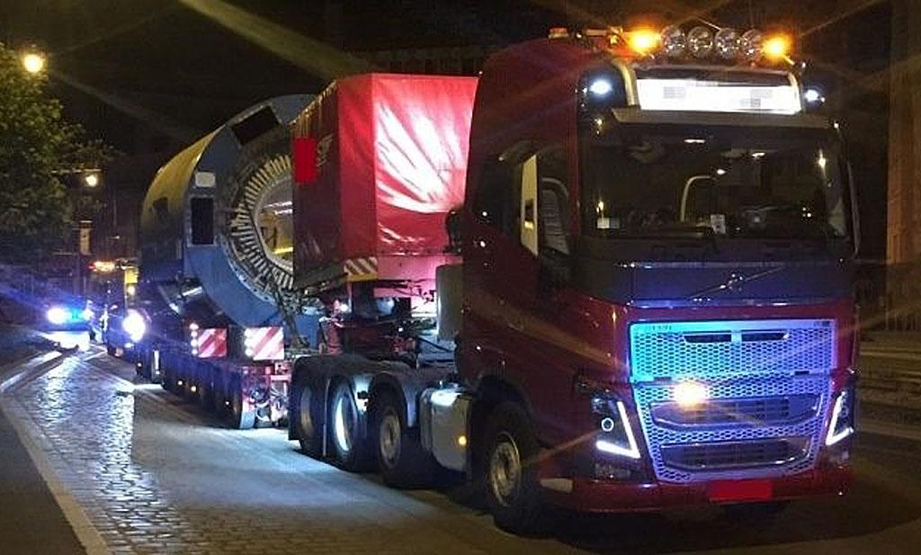 Prawo: Potężna ciężarówka z ładunkiem, Magazyn Ciężarówki