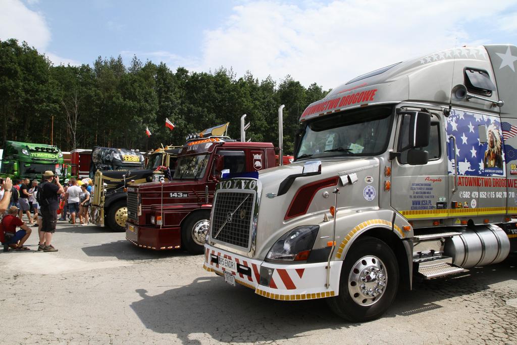 Ameryka czy Europa? Jak wygląda czas pracy kierowcy i na którym kontynencie są lepsze ciężarówki, Magazyn Ciężarówki