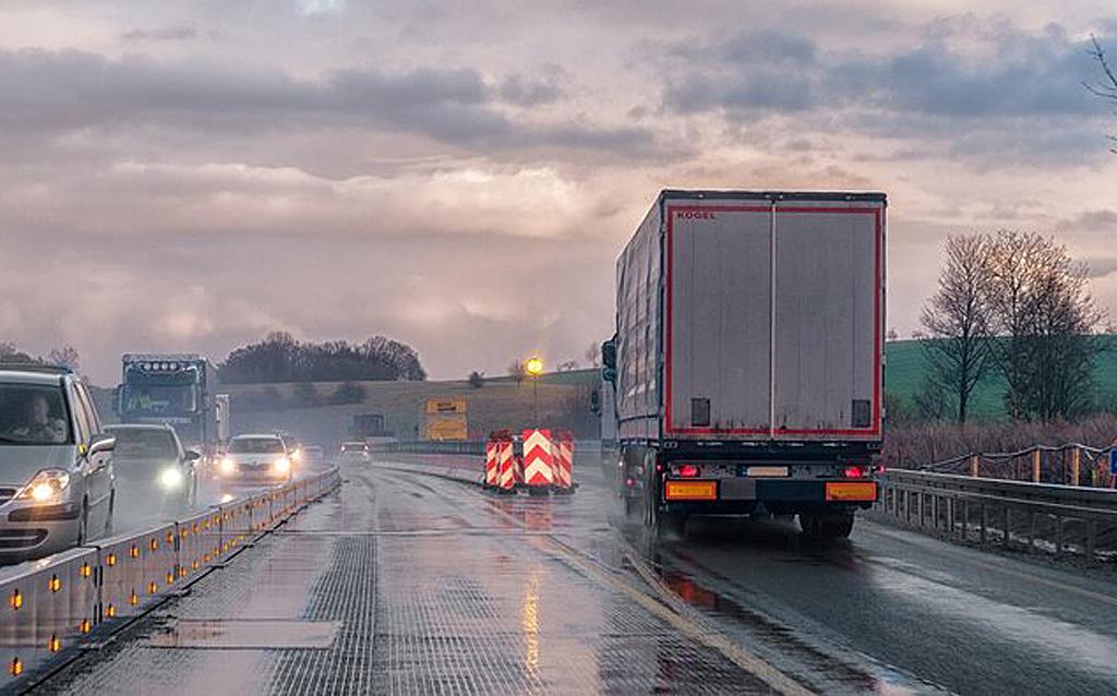 INELO: Nowe technologie w motoryzacji i transporcie – geofencing, Magazyn Ciężarówki