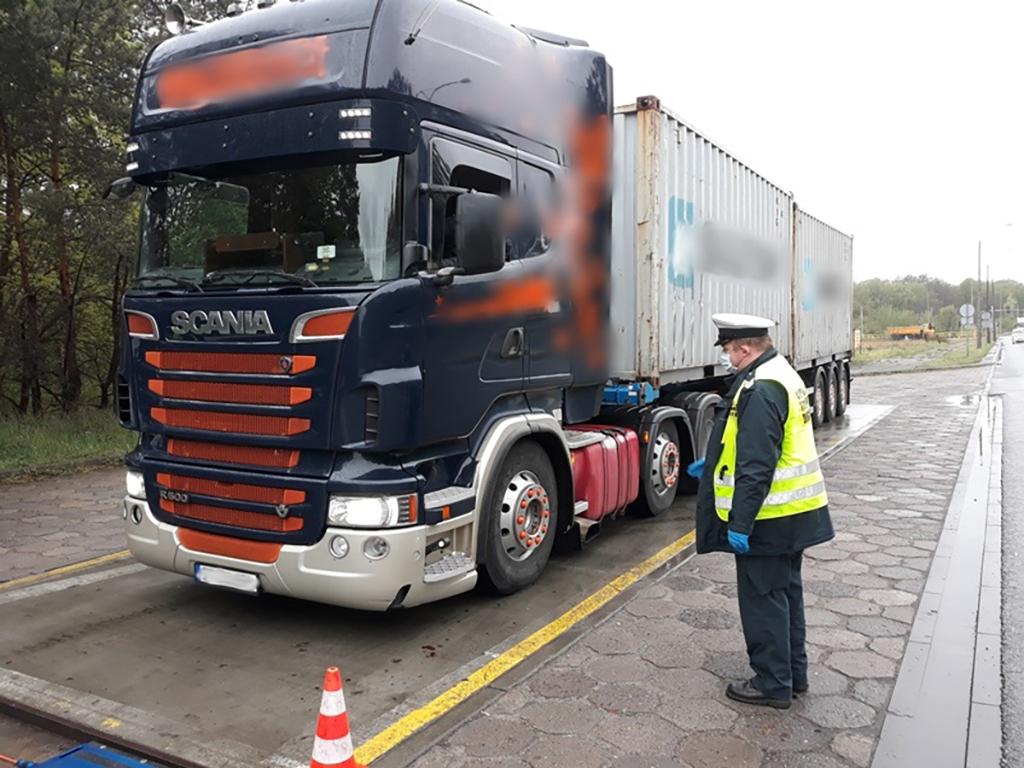Prawo: Kierowca ciężarówki pokonał trasę z Gdyni do Włocławka w dwie minuty, Magazyn Ciężarówki