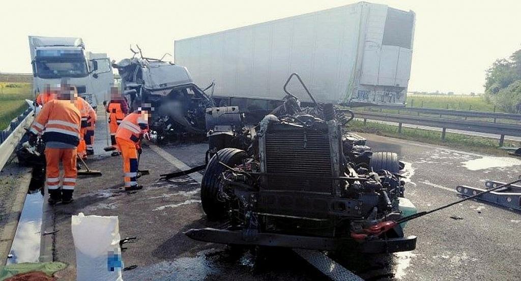 Prawo: Groźny wypadek na S5. Zderzyły się dwie ciężarówki, Magazyn Ciężarówki