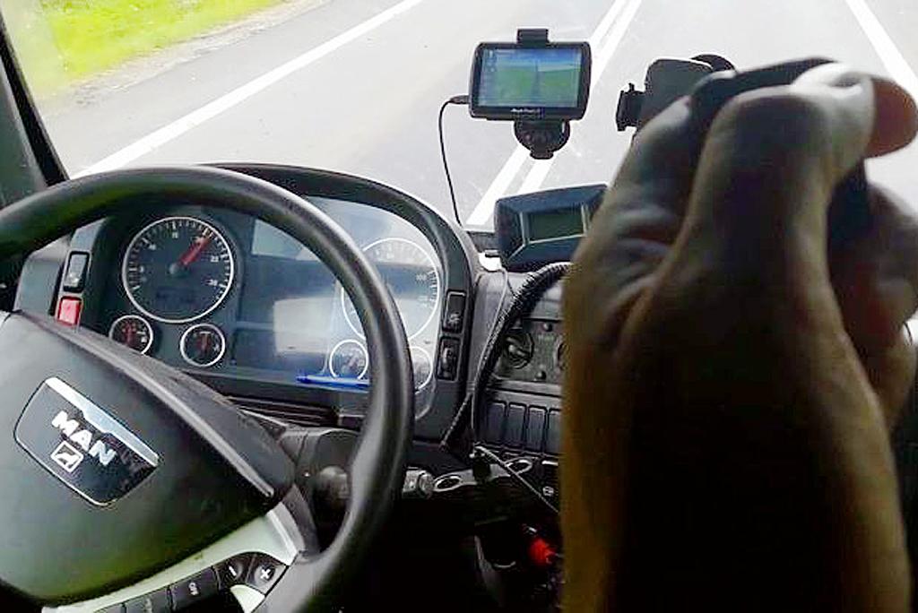 Prawo: Kierowca ciężarówki tachograf wyłączał pilotem, Magazyn Ciężarówki