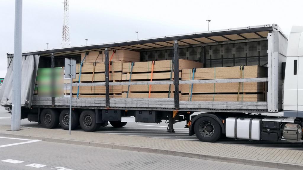 Prawo: Niedozwolony transport w Boże Ciało, Magazyn Ciężarówki