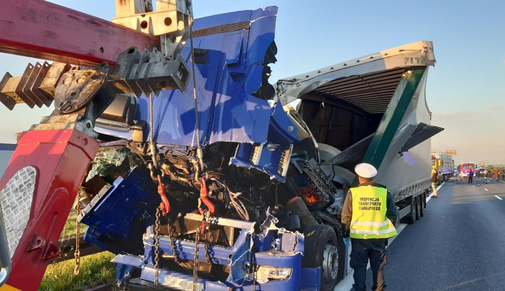 Prawo: Zderzenie trzech ciężarówek na A4. Kierowca pod wpływem alkoholu, źle zabezpieczony ładunek, Magazyn Ciężarówki