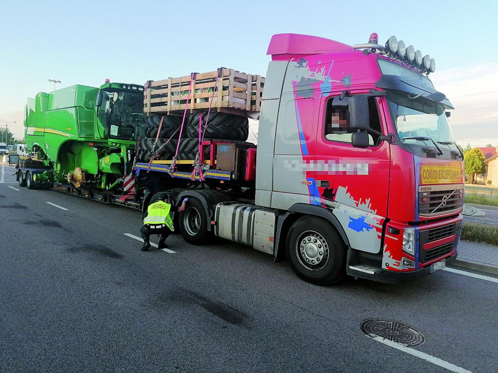 PRAWO: Dwanaście mandatów dla kierowców ciężarówki z Litwy, Magazyn Ciężarówki