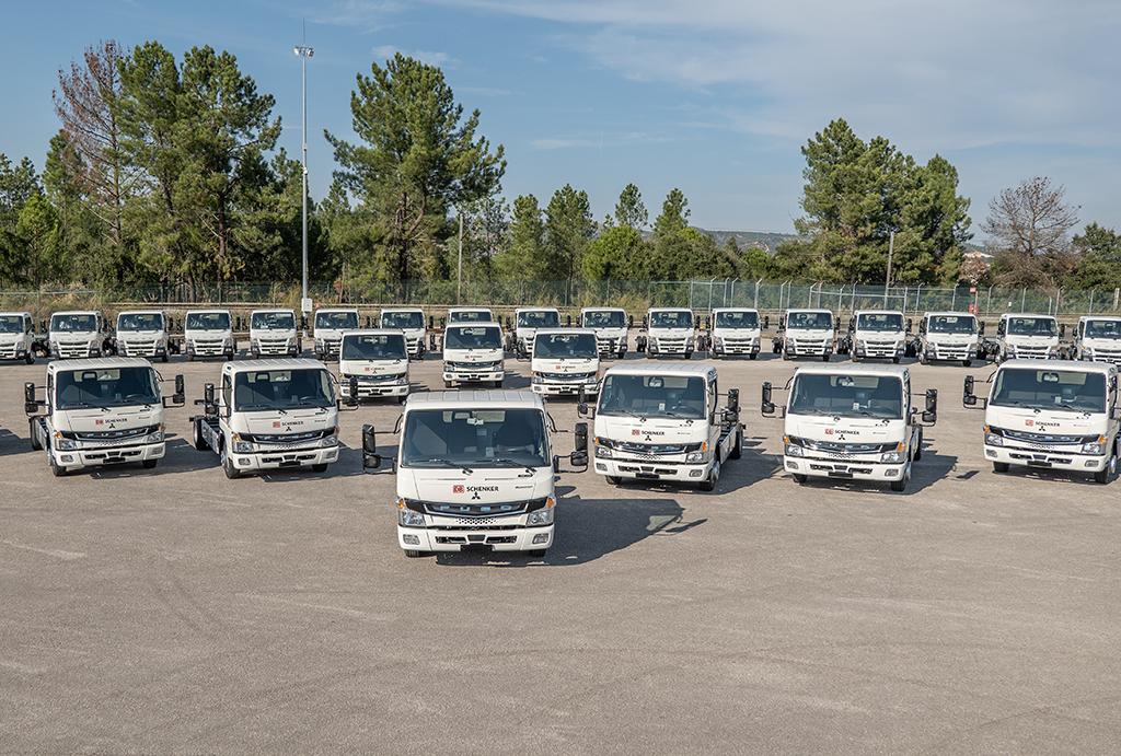 MERCEDES-BENZ: DB Schenker zwiększa flotę pojazdów elektrycznych o 36 nowych FUSO eCanterów, Truckslog.pl