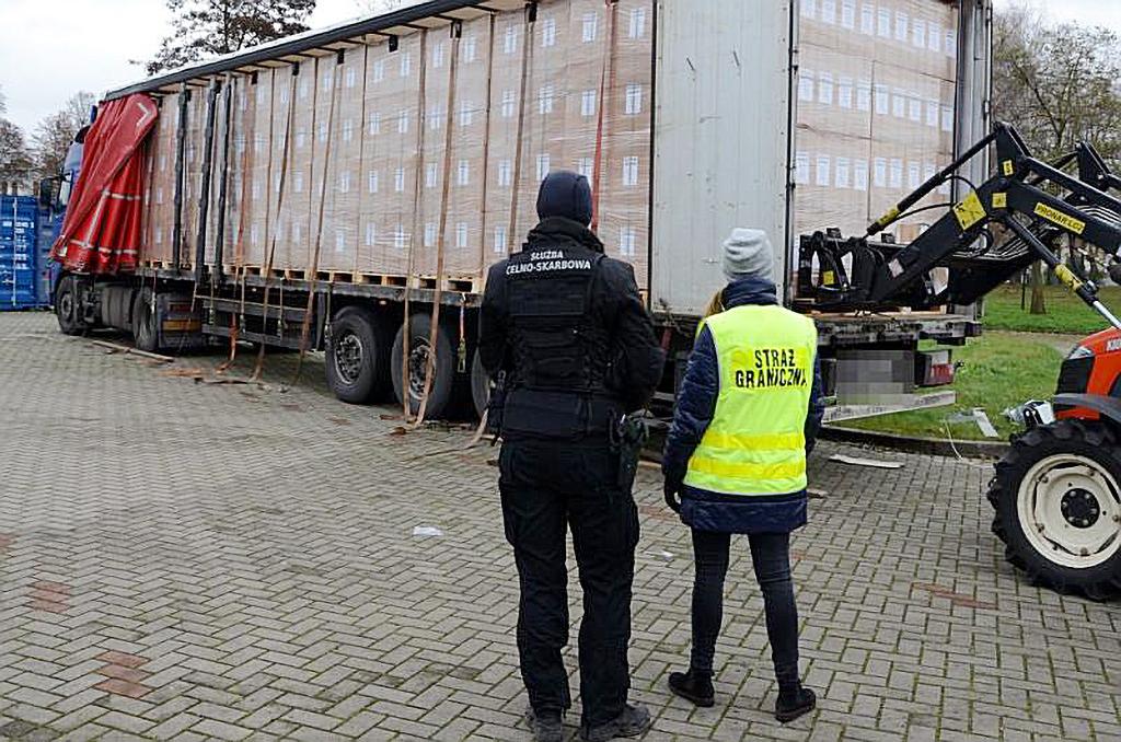 PRAWO: Gigantyczna kontrabanda w ciężarówkach, Truckslog.pl