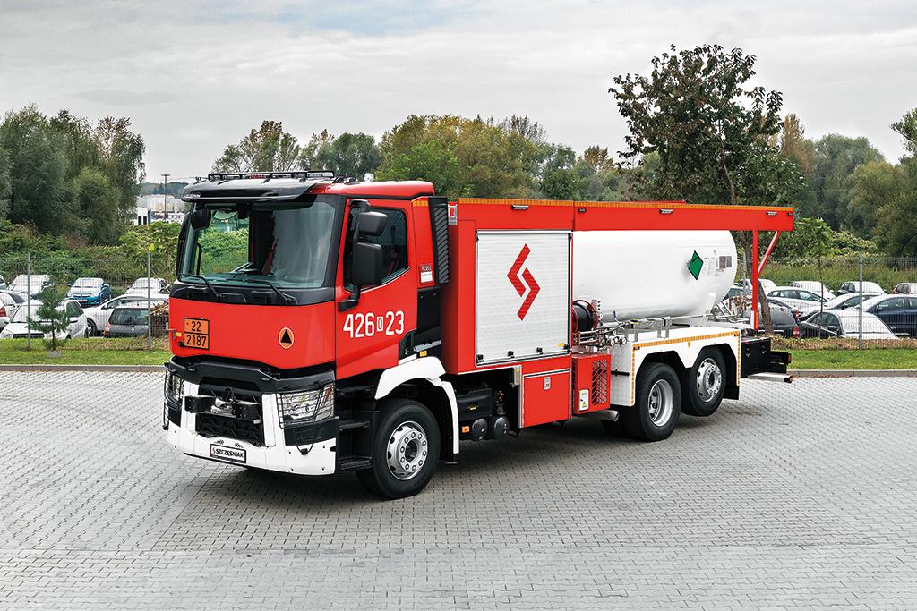Jedyny taki w Polsce ciężki samochód gaśniczy śniegowo-proszkowy, Truckslog.pl