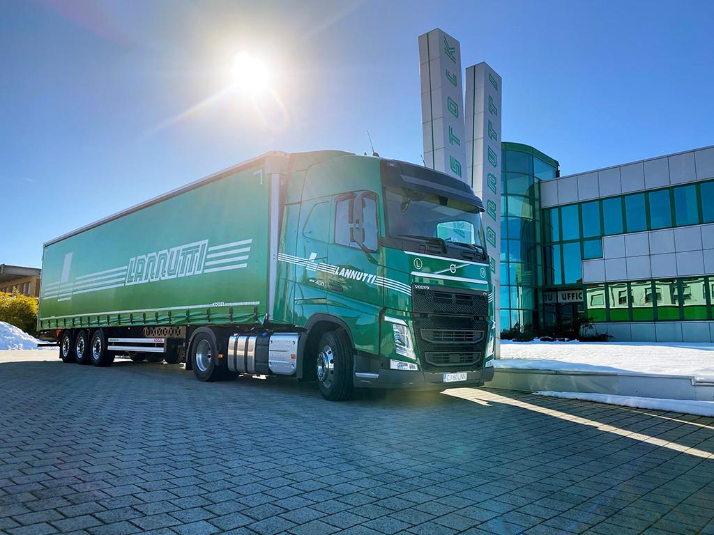 VOLVO TRUCKS: Włoski przewoźnik kupuje 1000 ciężarówek wyposażonych w najnowszą technologię oszczędzania paliwa, Truckslog.pl