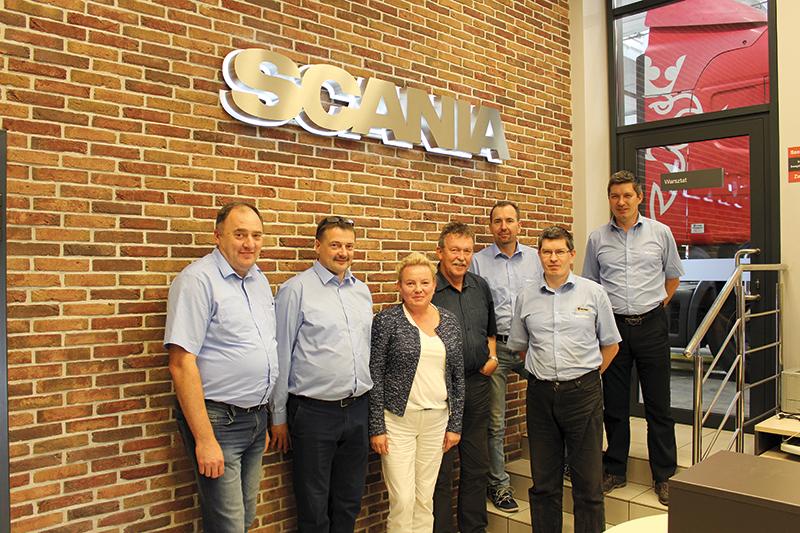 Trzon firmy to grupa ludzi pracujących w niej od początku lub niewiele krócej. To m.in. (od lewej) Sławomir Węclewski, Tomasz Iskra, Joanna Gawrońska, Stanisław Szczepański, Tomasz Kwiatkowski, Grzegorz Taglewski i Zbigniew Taglewski.