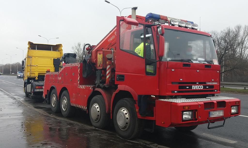 """PRAWO: """"Holownik"""" pędził z DAF-em przez Warszawę, Truckslog.pl"""