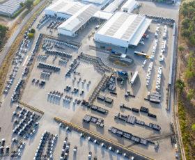 DAIMLER TRUCKS: Europejska fabryka FUSO Daimler Trucks zmierza do neutralnego bilansu CO2