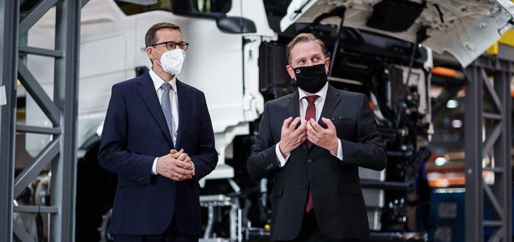 MAN: Premier Morawiecki z wizytą w zakładzie Niepołomicach